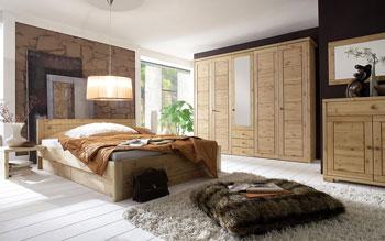 Schlafzimmer aus Kiefer gefertigt