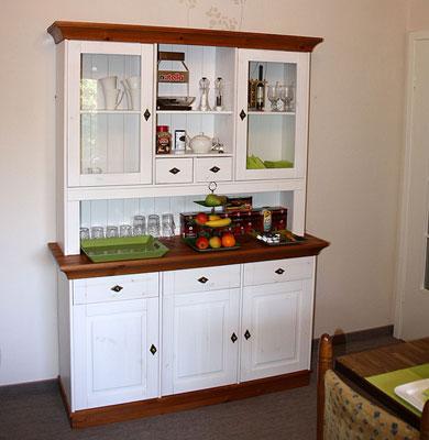 Gästehaus Graul - Küchenschrank weiß honig von Casa de mobila