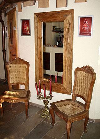 Spiegel mit Teakholzrahmen im Maltermeisterturm von casa de mobila