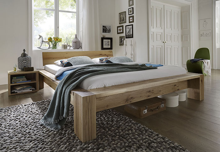 Balkenbett aus Balkeneiche gefertigt - schwer und massiv - Unikatbett