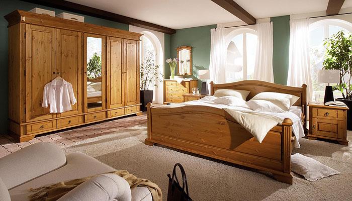 Schlafzimmer Naturholz