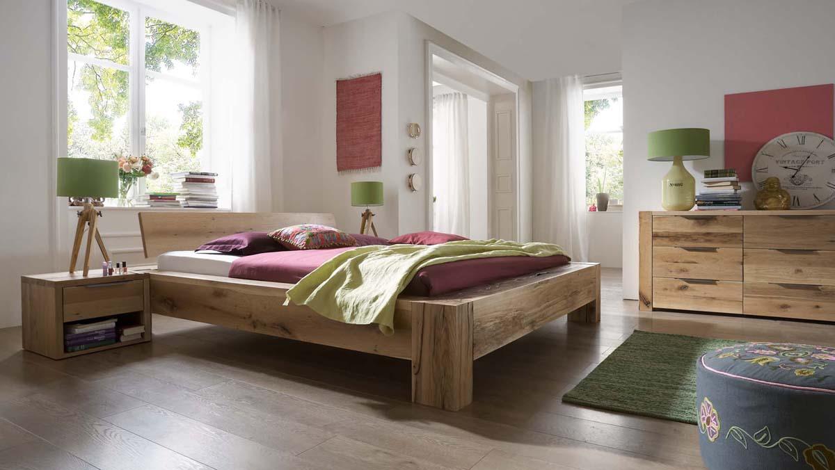 echtholz balkenbett unikat mit nat rlichen wuchsrissen. Black Bedroom Furniture Sets. Home Design Ideas