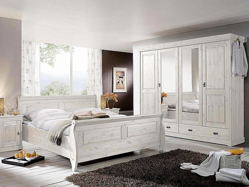 weißes kiefernholz schlafzimmer mit 4tuerigen kleiderschrank und doppelbett