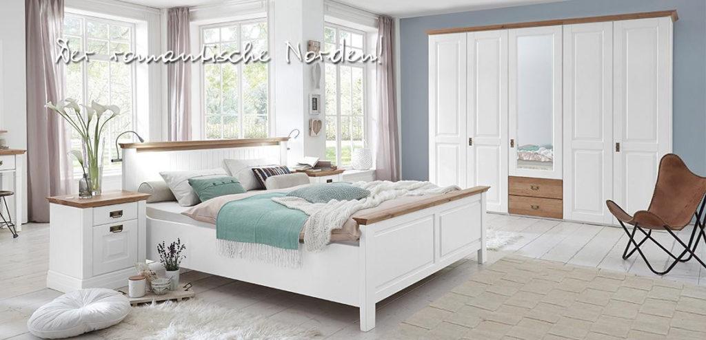 schlafzimmer mit doppelbett und kleiderschrank in kiefer massiv weiss  lackiert