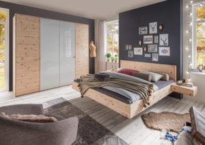 schlafzimmer mit schwebebett und kleiderschrank in zirbe natur