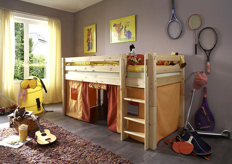 Kinderzimmerbett aus Kiefer massiv
