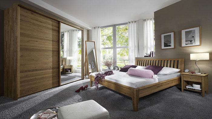 schlafzimmermoebel von m&h in wildeiche massiv bestehend aus kleiderschrank und bett