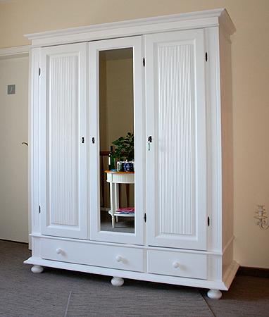 Gästehaus Graul - weißer Dielenschrank mit Spiegel erworben bei casa de mobila