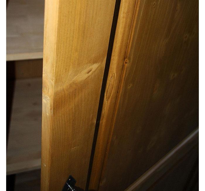 Dielenschrank Detailansicht Fichte massiv Holz antik gewachst
