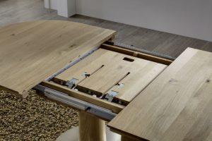 massivholz esstisch mit innenliegender verlängerungsplatte