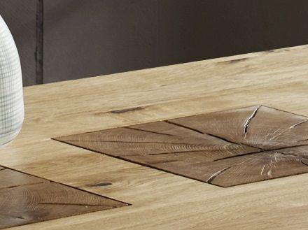detailansicht von tischplatte in wildeiche mit rustikalen rissen