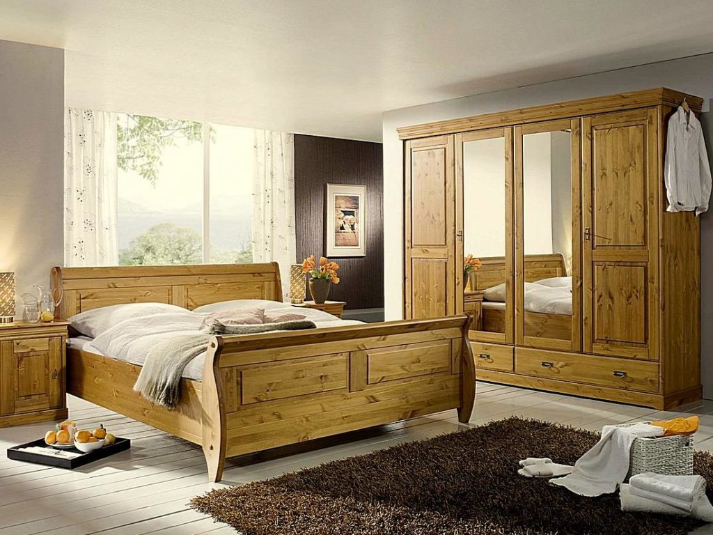 Landhausstil Schlafzimmer Kiefer Goldbraun. Klassicher Kleiderschrank ...